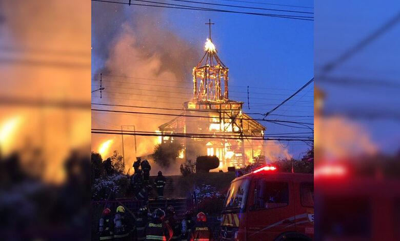 Photo of Incendio Iglesia Ancud: Madre del único imputado espera que su hijo quede libre